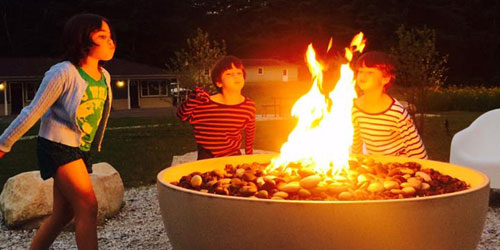 Kids at the Firepit 500x250 - Briarclif Motel - Great Barrington, MA