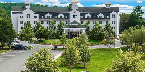 Summer Front View 500x250 - Comfort Inn & Suites Burke Mountain - St. Johnsbury, VT