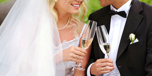 Wedding Couple Toast 500x250 - Comfort Inn & Suites Burke Mountain - St. Johnsbury, VT