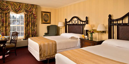 Deluxe Room Double Queens 500x250 - John Carver Inn and Spa - Plymouth, MA