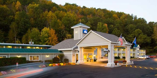 Dusk Exterior View in Fall - Holiday Inn Express Springfield - Springfield, VT